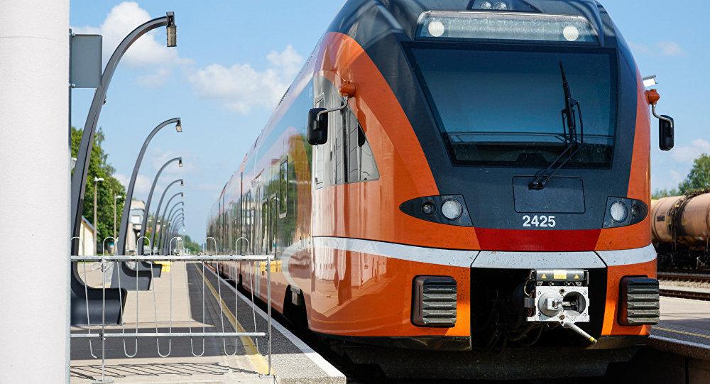 Архивное фото: эстонский поезд швейцарского производителя Stadler на станции в Валге