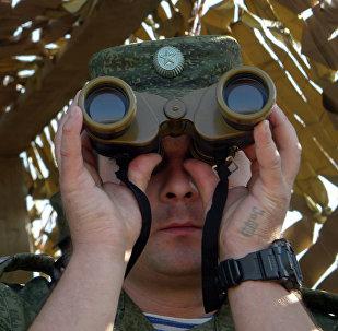 Военнослужащий во время учений, архивное фото