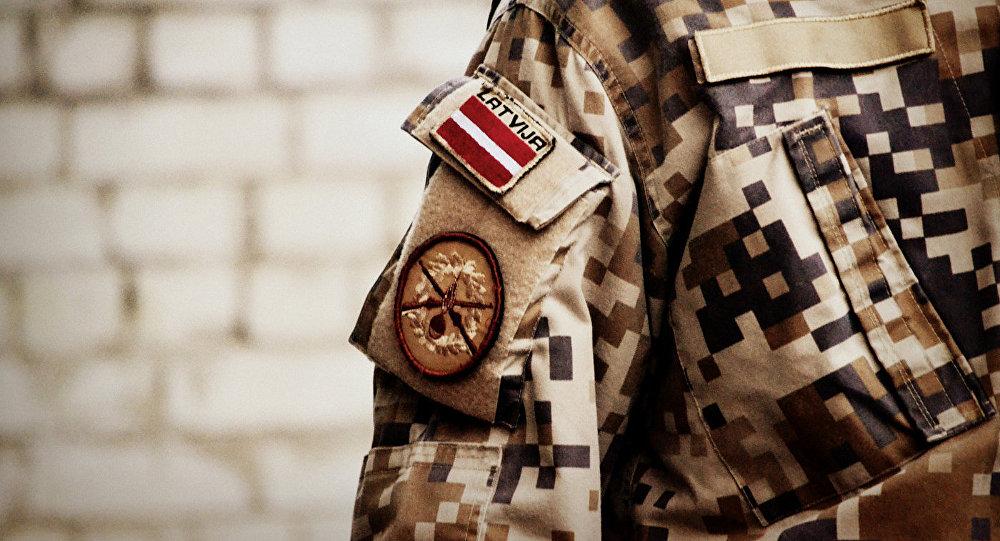 Шеврон на форме латвийского солдата, архивное фото