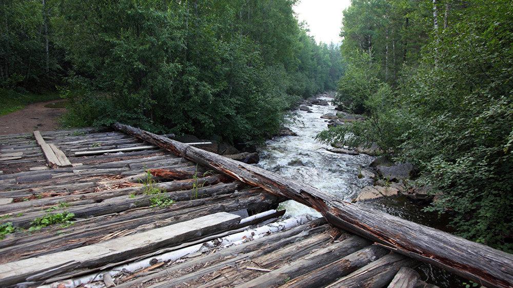 Tilts pār upi netālu no Orļonoka stacijas. Padomju laikos šeit bija pionieru nometne bērniem no aviatoru ģimenēm