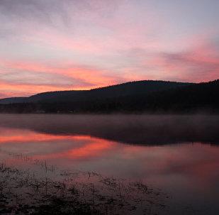 Skaistā Ļenas upe rītausmā