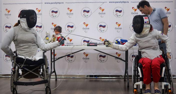 Krievijas izlases paukošanas ratiņkrēslos komanda Paralimpiādei veltītajā preses konferencē