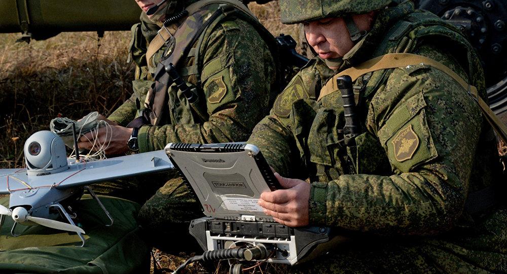 Военные РФ при использовании беспилотника. Архивное фото