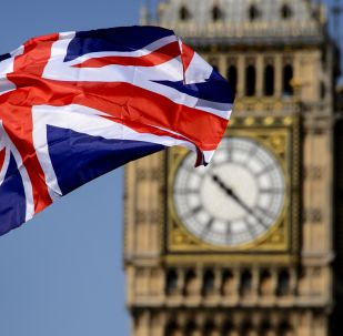 Британский флаг на фоне Биг-Бена в Лондоне
