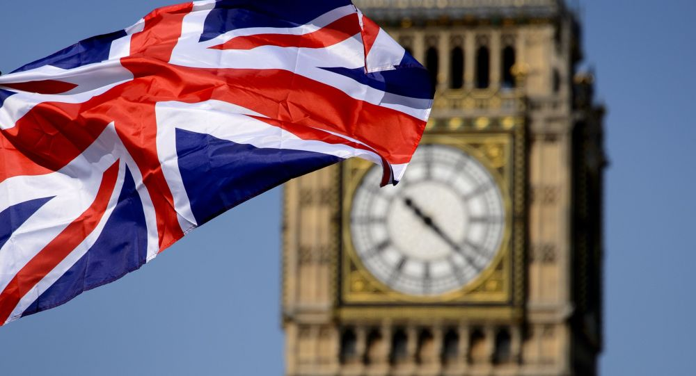 Britu karogs Bigbena fonā