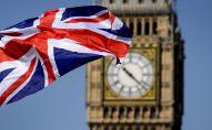 Lielbritānijas karogs Big Bena fonā Londonā