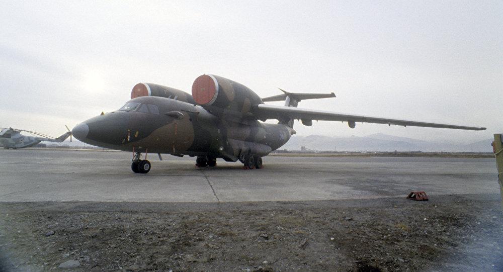 Самолет АН-72. Архивное фото