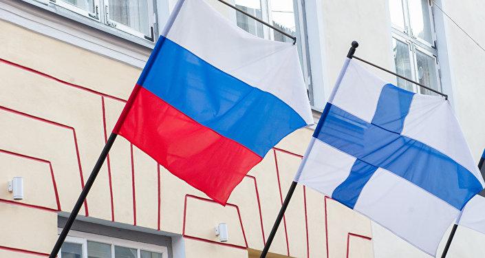 Krievijas un Somijas karogi