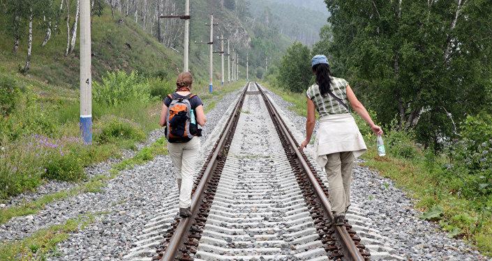 Daudziem patīk kājām izstaigāt Baikāla dzelzceļa maršrutu