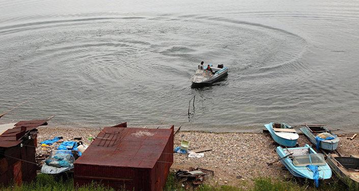 Reto ciemu iedzīvotāji Baikāla dzelzceļa maršrutā zvejo omuļus