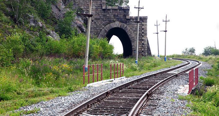 Vecais ceļš ir izremontēts un izbūvēts cauri pagājušajā gadsimtā izlauztam tunelim