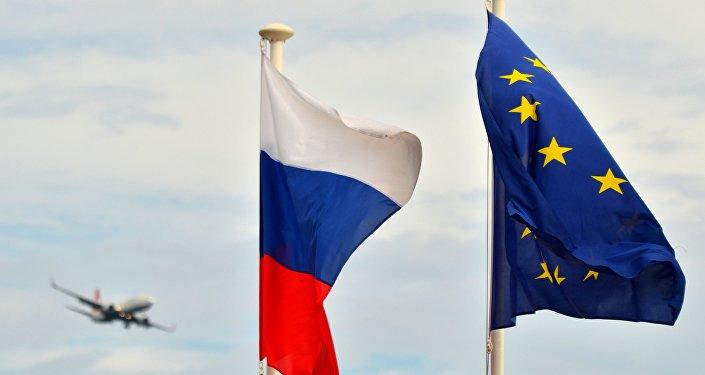 Krievijas un ES karogi