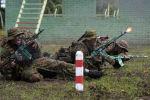 Военнослужащие вооруженных сил России во время прохождения этапа Тропа разведчика