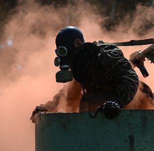 Военнослужащий вооруженных сил России в униформе