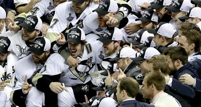 Игроки команды Pittsburgh Penguins. Архивное фото