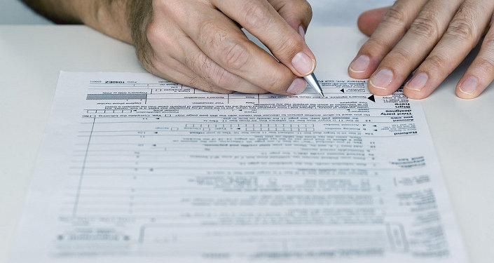 Nodokļu deklarācijas aizpildīšana. Foto no arhīva