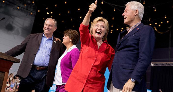 Klintonu pāris. Foto no arhīva