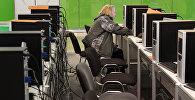 Divi vīrieši tika aizturēti par televīzijas kanālu nelikumīgu pārraidīšanu internetā