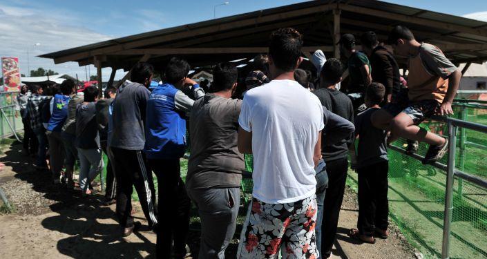 Число беженцев, прибывающих встраны ЕС, втечении следующего года снизилось на4%