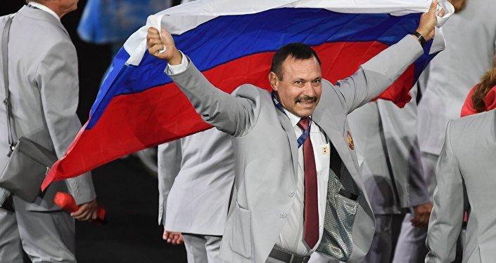 Andrejs Fomočkins, kurš uzdrošinājās demonstrēt Krievijas karogu dalībvalstu parādes laikā