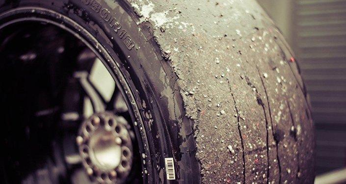 Колесо гоночного автомобиля. Архивное фото