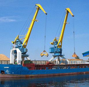 Грузовой порт в Риге