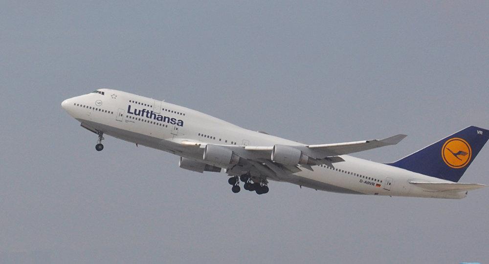 Lufthansa aviokompānijas līdmašīna Boeing-747