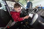 Ребенок в салоне машины