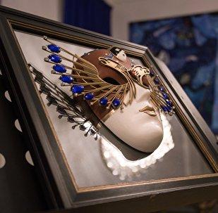 Zelta maska. Foto no arhīva