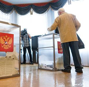 На избирательном участке в Посольстве России, архивное фото