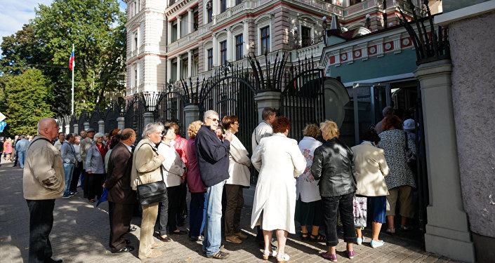 Очередь на избирательный участок в Посольстве России