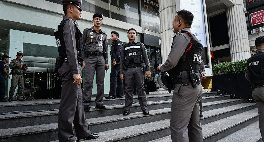 Тайские полицейские остановили минивэн, вкотором насчитали 41 пассажира