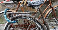 Сосульки на велосипеде на улице Мейстару (Мастеров) в Старой Риге