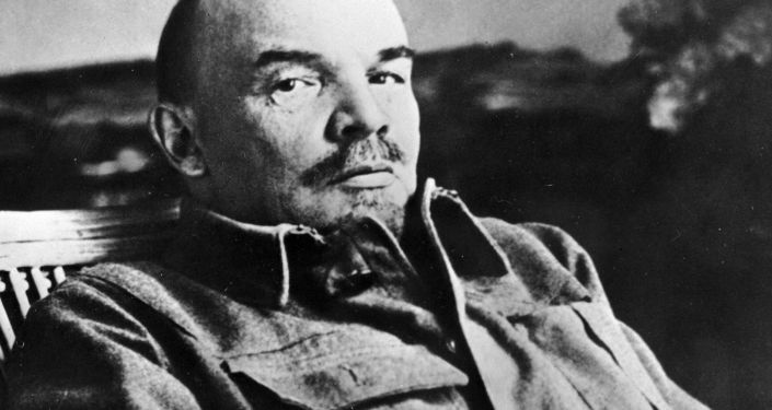 Владимир Ильич Ленин в своем кабинете в Горках