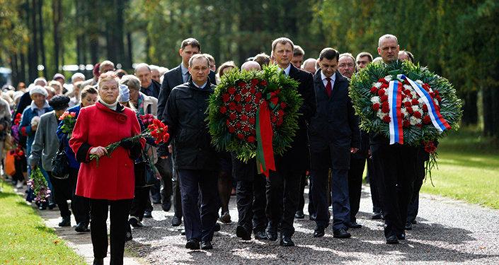 На месте концентрационного лагеря в Саласпилсе прошло мероприятие посвящённое 72-ой годовщине освобождения лагеря