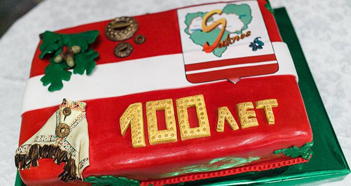 Праздничный торт в честь столетия смоленской латышской общины