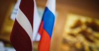 Latvijas un Krievijas karogi