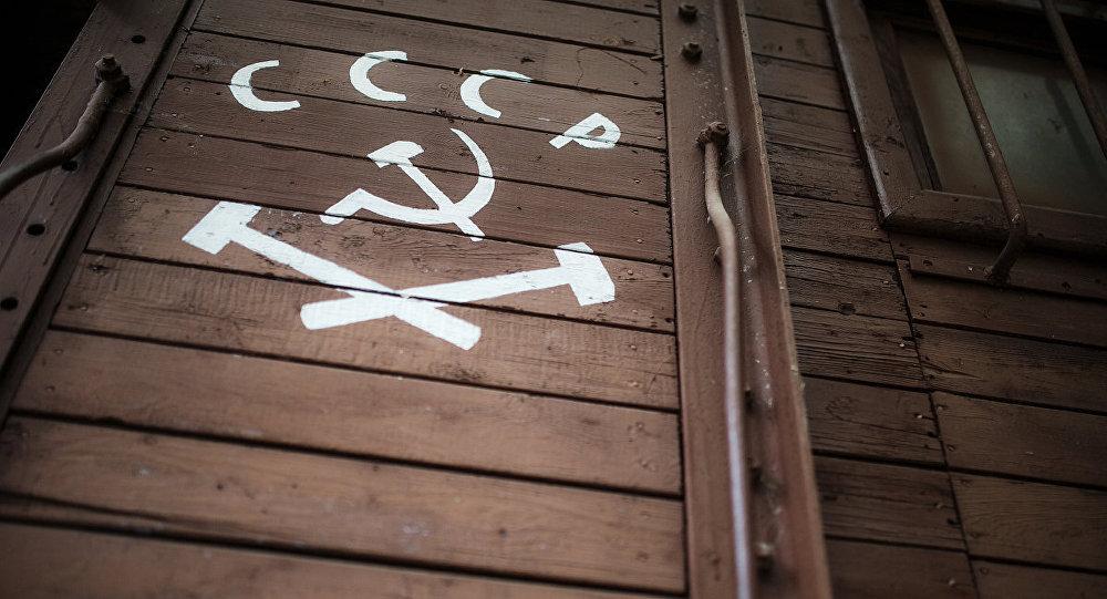 PSRS ģerbonis un uzraksts uz vagona. Foto no arhīva