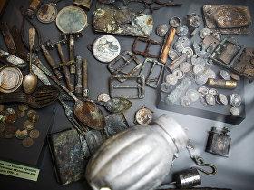 Личные вещи польских офицеров, обнаруженные в Катынском лесу в середине 1990-х
