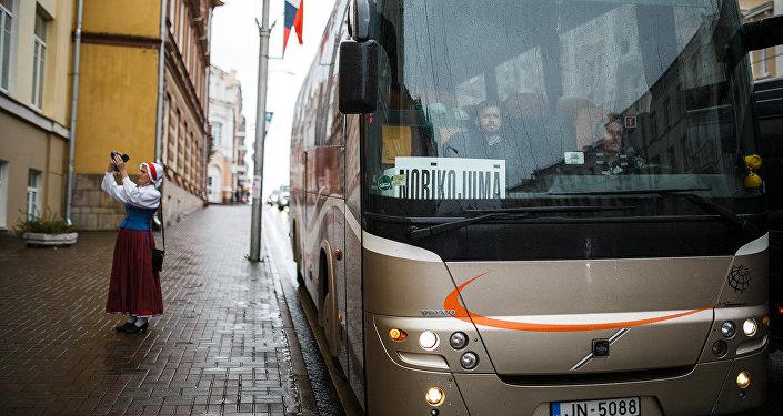 Автобус с латышской делегацией на Смоленской земле
