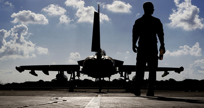 Britu karavīrs aviobāzē Kiprā