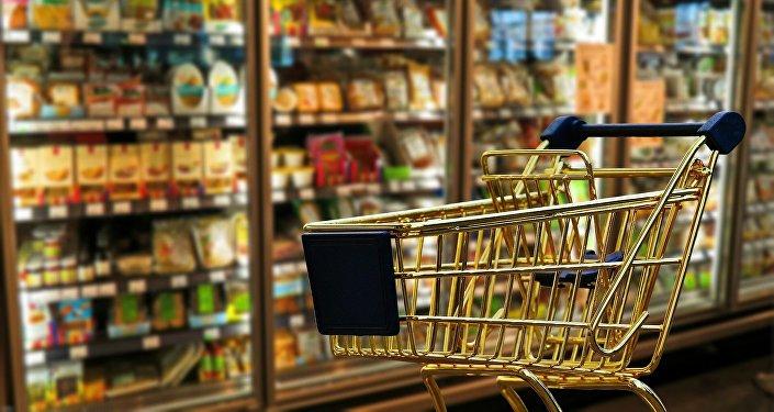 Iepirkumu ratiņi supermarketā