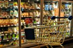 Тележка в супермаркете, архивное фото