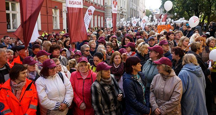 Протест Латвийского профсоюза работников здравоохранения и социального ухода у Сейма