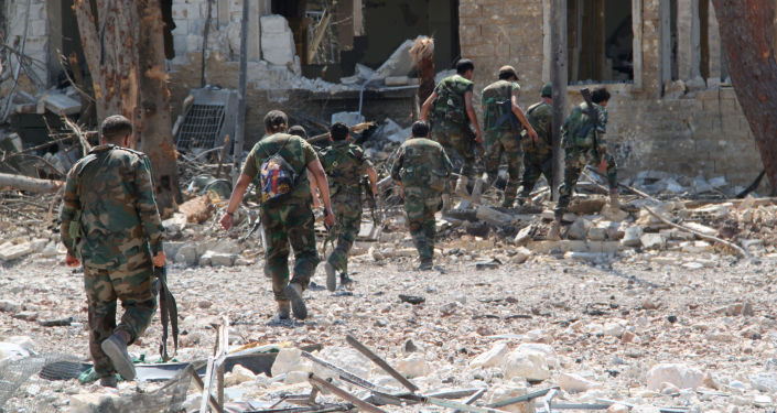 Sīrijas karavīri no teroristiem atbrīvotajā Alepo karaskolu teritorijā. Foto no arhīva