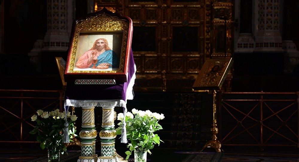 Икона Спасителя во время Божественной литургии. Архивное фото