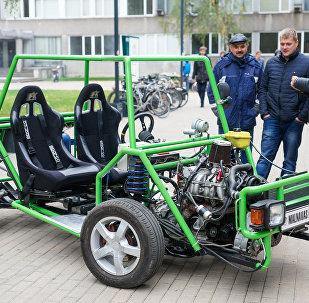 Strādājošs pilna pievada mācību automobilis automehāniķu apmācībai Malnavas koledžā