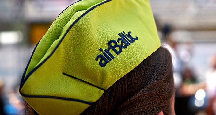Головной убор сотрудницы AirBaltic