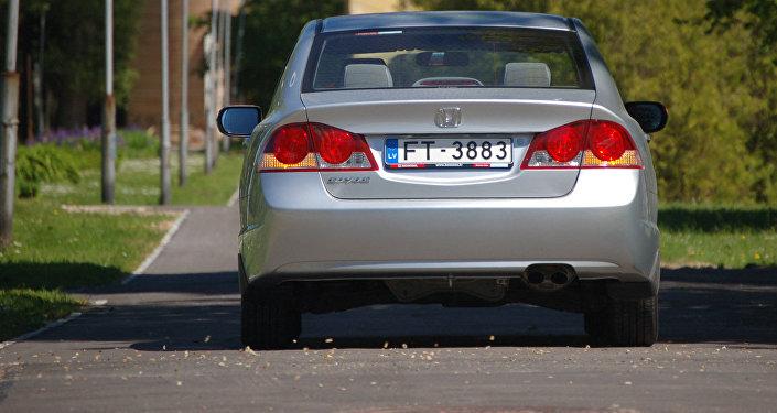 Automašīna ar Latvijas numuriem. Foto no arhīva