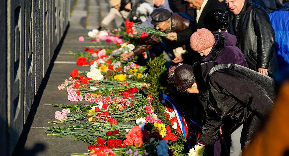 Возложение цветов к Памятнику Воинам-освободителям Риги 13 октября